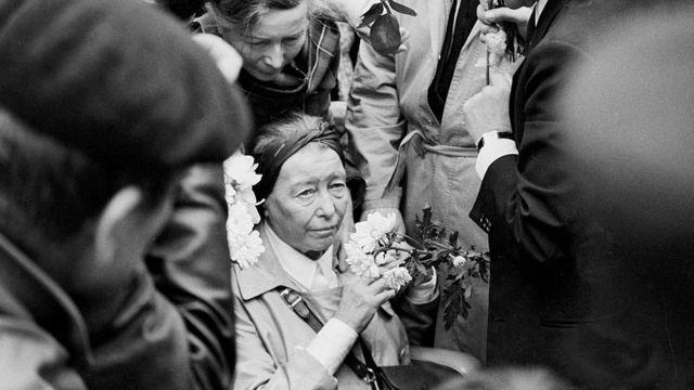 De Beauvoir se desvaneció durante el funeral del Sartre.