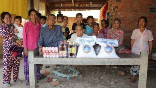مجموعة اشخاص من كمبوديا