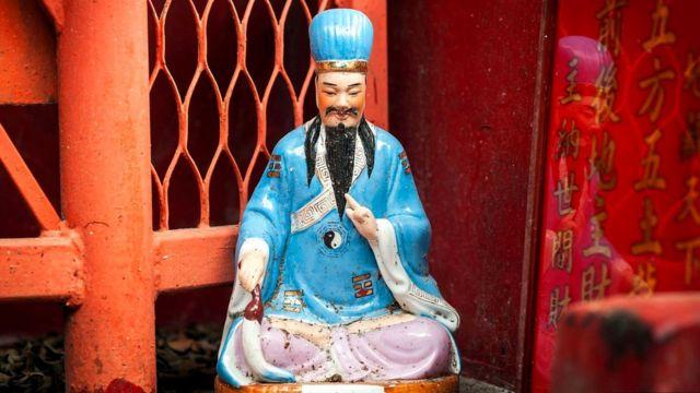 Здесь считают, что даосское божество Вон Тай Синь обладает целительной силой