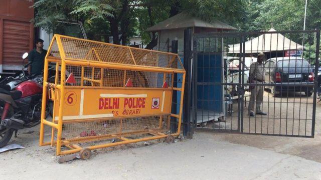 रामबेटी प्रजापति का आरोप है कि पुलिस ने शिकायत के बावजूद कोई कार्रवाई नहीं की.