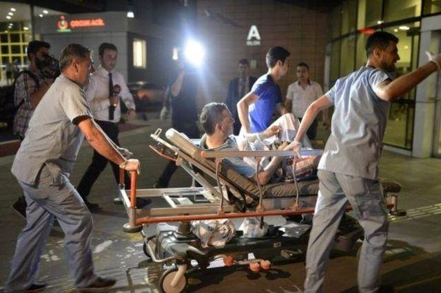 Los heridos fueron trasladados rápidamente a los hospitales.