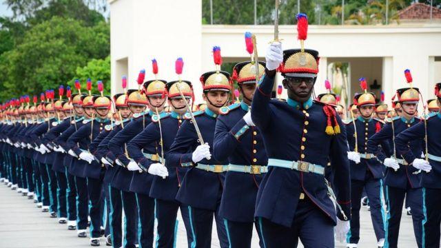 Soldados marcham na Academia Militar das Agulhas Negras (RJ)
