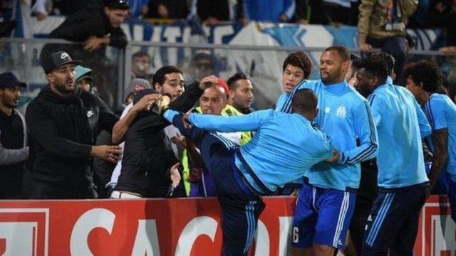 Bagarre entre Patrice Evra et des supporters de l'OM
