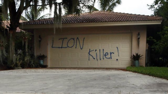 The vandalised garage at the Florida holiday home of American dentist Walter Palmer - 4 August 2015