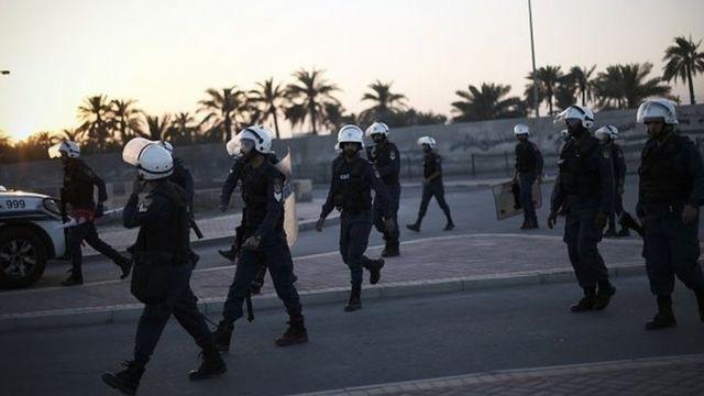مجموعة من عناصر الشرطة