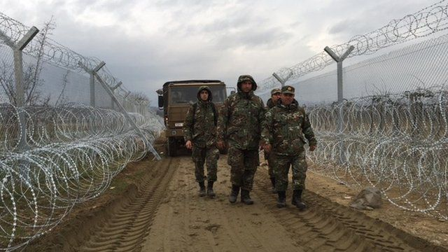 Macedonian army with double fence (February 2016)