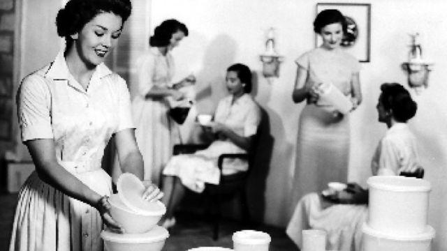 Reunión de Tupperware en la década de 1950.