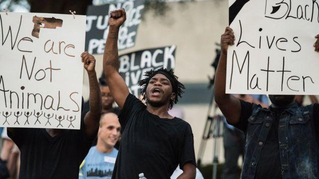 अमरीकी शहर शार्लट कालों का विरोध प्रदर्शन