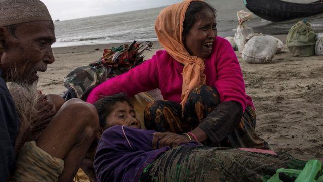 Plenty Rohingya Muslim dey run go Bangladesh since August 2017