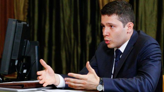 Самый молодой губернатор - глава Калининградской области Антон Алиханов, судя по отчету не потратил на политтехнологов на выборах ни копейки