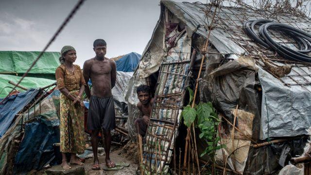 Una familia de rohingyas