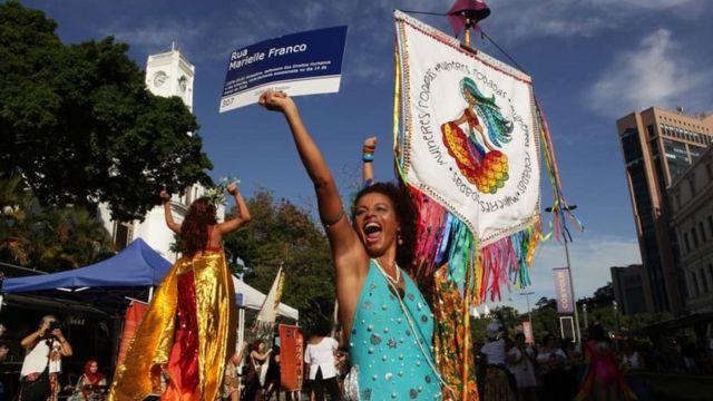 Desfile do Mulheres Rodadas