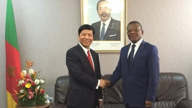 Thứ trưởng Ngoại giao Nguyễn Quốc Cường tiếp kiến Thủ tướng Cameroon Joseph Dion Ngute để trao thư của Thủ tướng Chính phủ Nguyễn Xuân Phúc gửi Thủ tướng Cameroon.