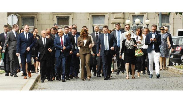 Gradonačelnik, njegov zamenik i članovi Gradskog veća posle sednice Skupštine grada