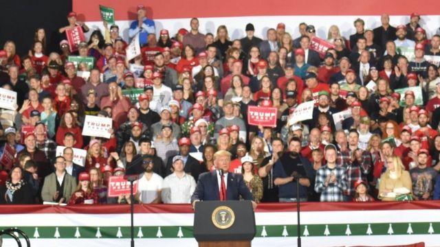 CRÉDITO, GETTY IMAGES   Legenda da foto, Trump tem sua principal base de apoio entre os eleitores brancos