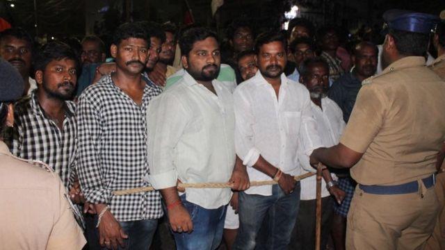 LIVE: 'மெரினா வேண்டும்' - மாநில எல்லைகள் கடந்து குரல் கொடுக்கும் தலைவர்கள்