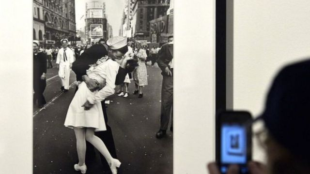 Fotoğraf dünyanın birçok yerindeki sergilerde yer aldı.