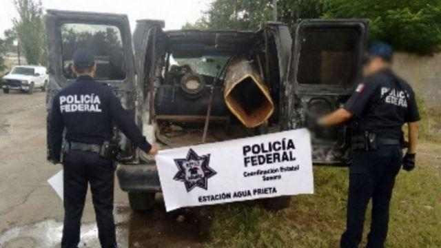 """El """"vehículo robado con aditamentos para el lanzamiento de proyectiles"""" capturado por la policía mexicana en el estado de Sonora."""