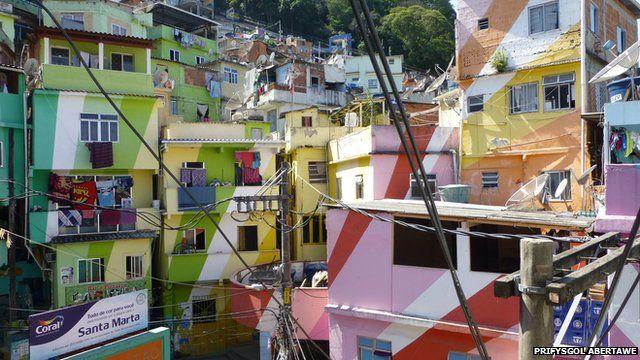 Enillydd y Wobr 'Goleuad mewn Ymgysylltu' 2015: 'Favela Painting', Richard Smith
