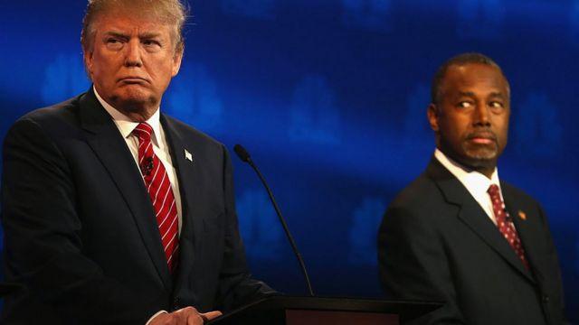 Donald Trump y Ben Carson durante un debate presidencial