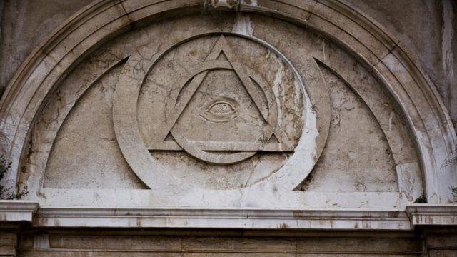 Masonski simboli - svevideće oko, piramida i šestar - postoje na brojnim građevinama u Beogradu