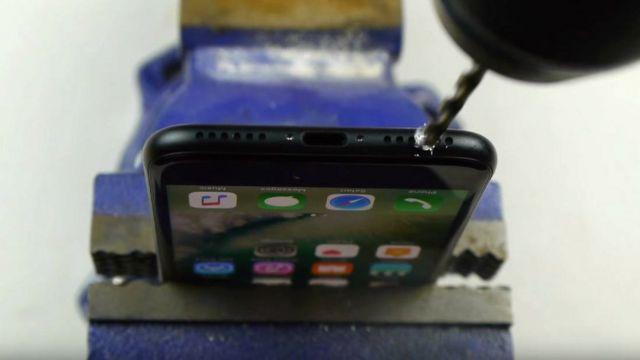 Video de TechRax taladrando iPhone.