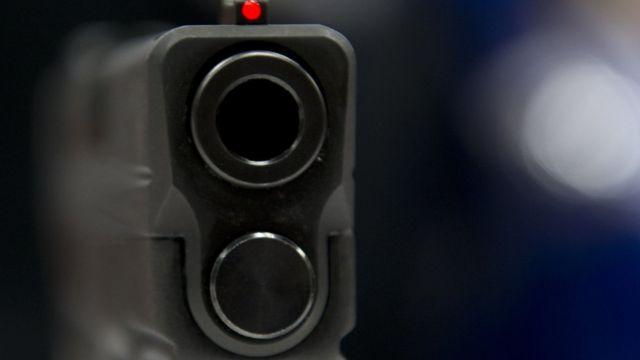 Cañón de pistola semiautomática
