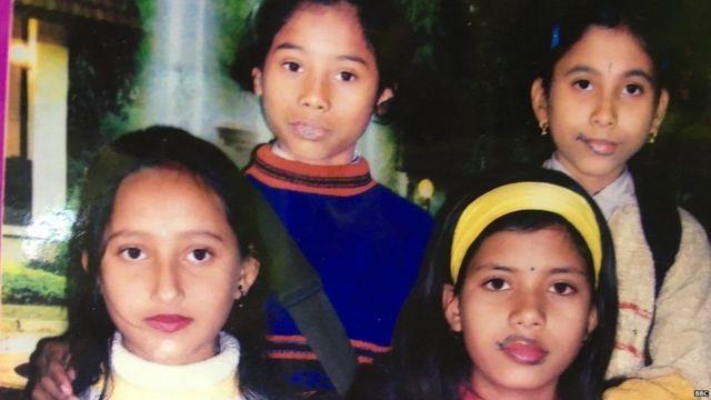 હિમા દાસનો બાળપણનો બહેનપણીઓ સાથેનો ફોટોગ્રાફ