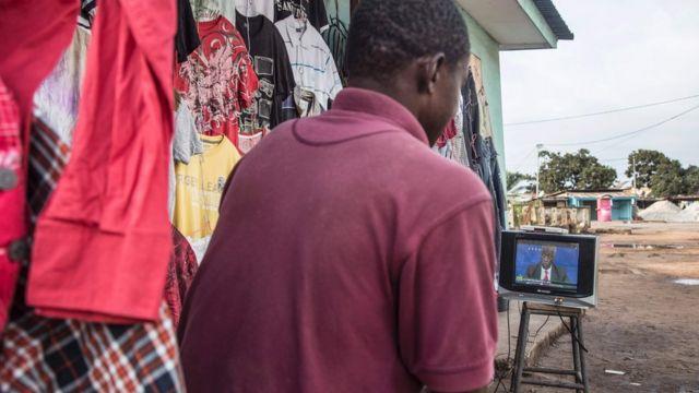 Abakandida bombi bahaswe ibibazo n'abanyamakuru mbere y'amatora