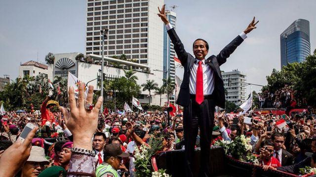 Pada pemilu presiden 2014 lalu, Jokowi meraup suara banyak dari kaum nasionalis-pluralis dan milenial. Kini suara dari kelompok itu berpotensi berkurang.