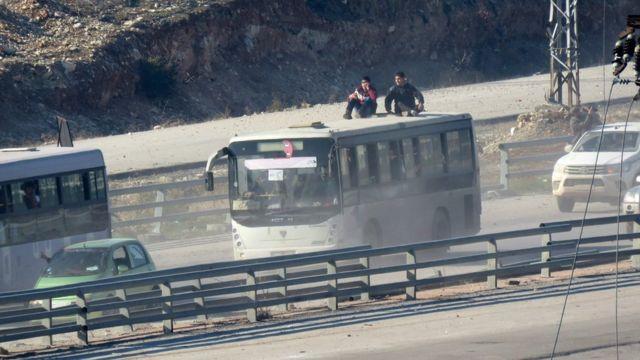 Şiə kəndlərini evakuasiya edən avtobuslar