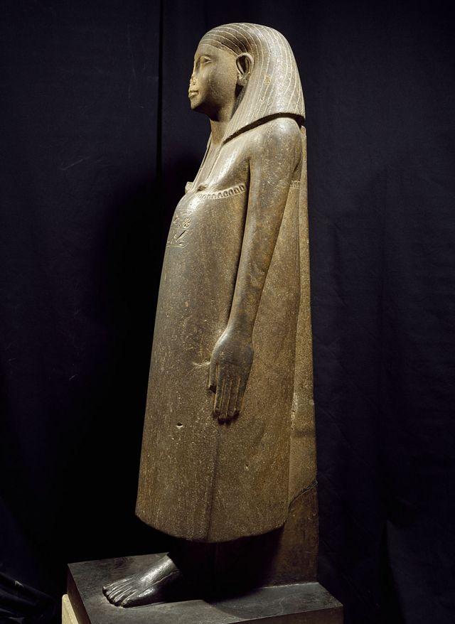 Vizir Iimeru, estátua de quartzito, vista frontal, altura 148 cm, Karnak. Civilização egípcia, Reino do Meio. Paris, Museu do Louvre