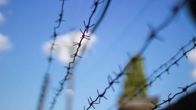 Arame farpado em penitenciária