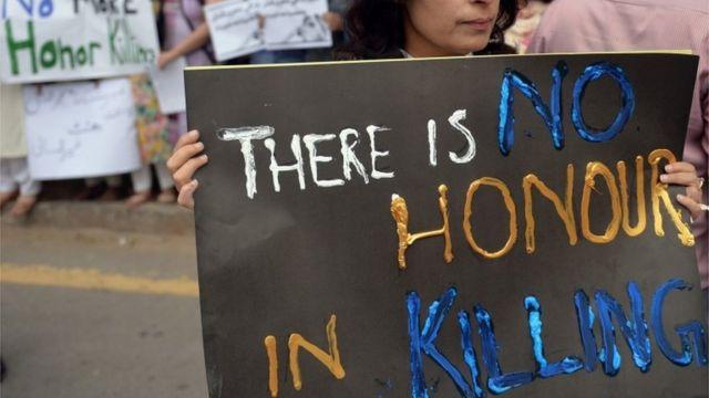 人権団体はパキスタンで「名誉殺人」が増加傾向にあると指摘する
