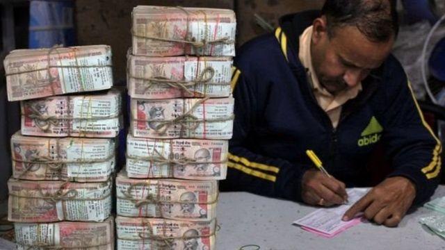 रुपयों का बंडल