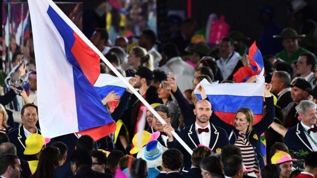 Сергей Тетюхин с флагом на открытии Олимпийских игр в Рио-де-Жанейро