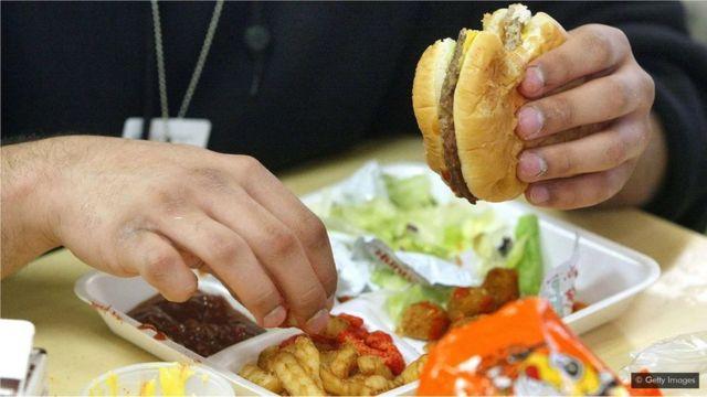Les aliments riches en calories peuvent être difficiles à éviter aujourd'hui