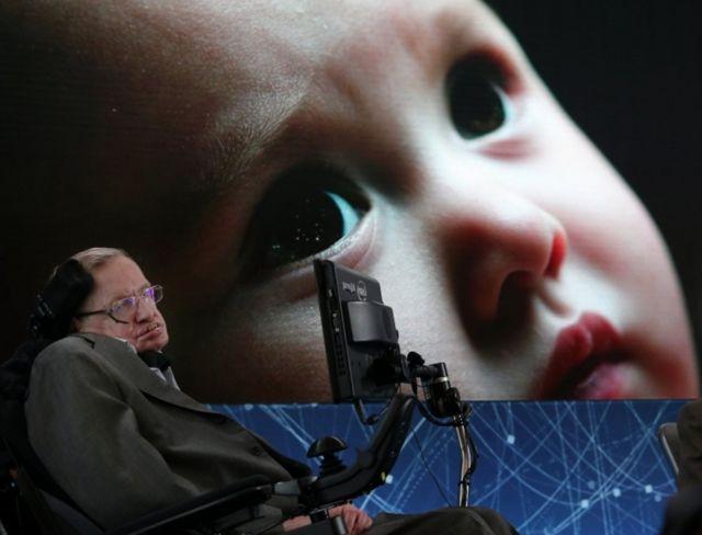 Stephen Hawking en una conferencia