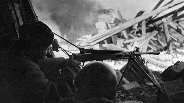 Советский пулеметный расчет в Сталинграде, январь 1943 года