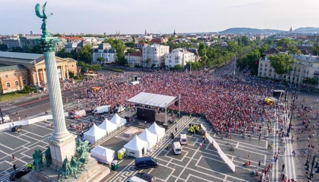 Multitud en un concierto de rock