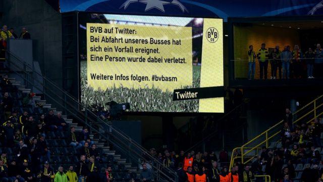 Stadyumdaki futbol seyircileri bilboardan yayımlanan mesajla patlama hakkında bilgilendirildi