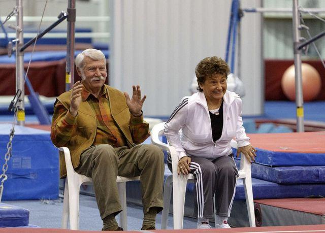 El matrimonio se conoció hace cuatro décadas, cuando Béla Károlyi empezó a entrenar el equipo nacional de gimnasia de Rumanía, del que era miembro Mártha (entonces Mártha Eross).