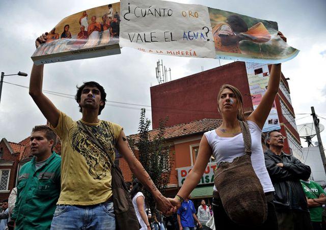 Activistas protestan en Colombia