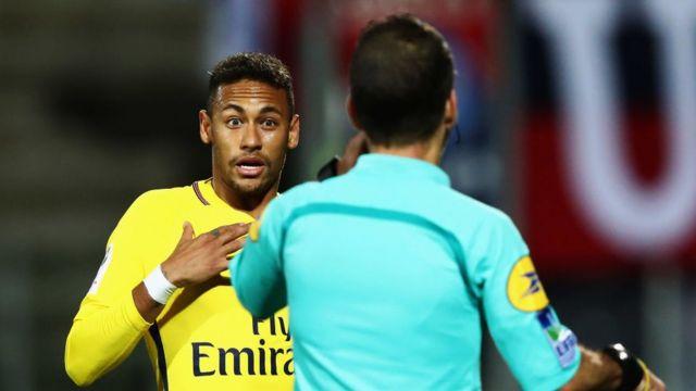 Neymar em jogo do Campeonato Francês