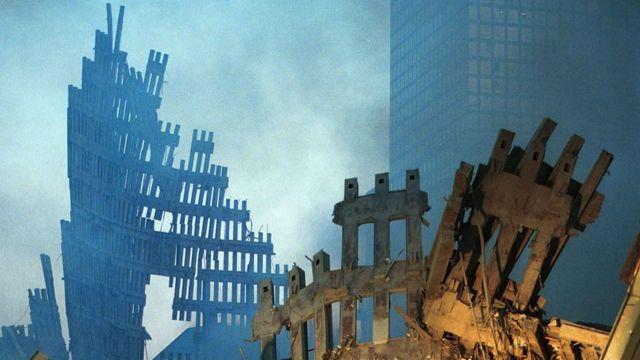 Руины башен-близнецов и окрестных зданий