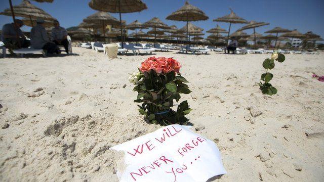 Homenagem a mortos em praia tunisiana