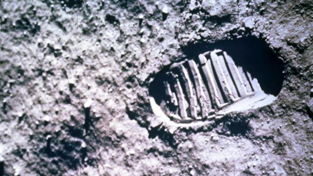 Следы американских астронавтов на поверхности Луны - это то, что хотелось бы сохранить для истории