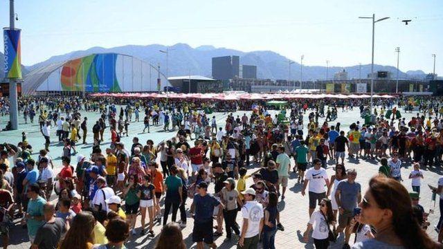 Desde os primeiros dias da competição, filas provocaram reclamações dos torcedores