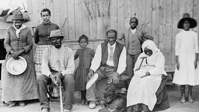 Harriet Tubman com alguns dos escravos que ajudou a libertar