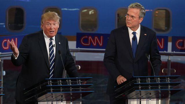Donald Trump y Jeb Bush en un debate por la nominación republicana en 2015